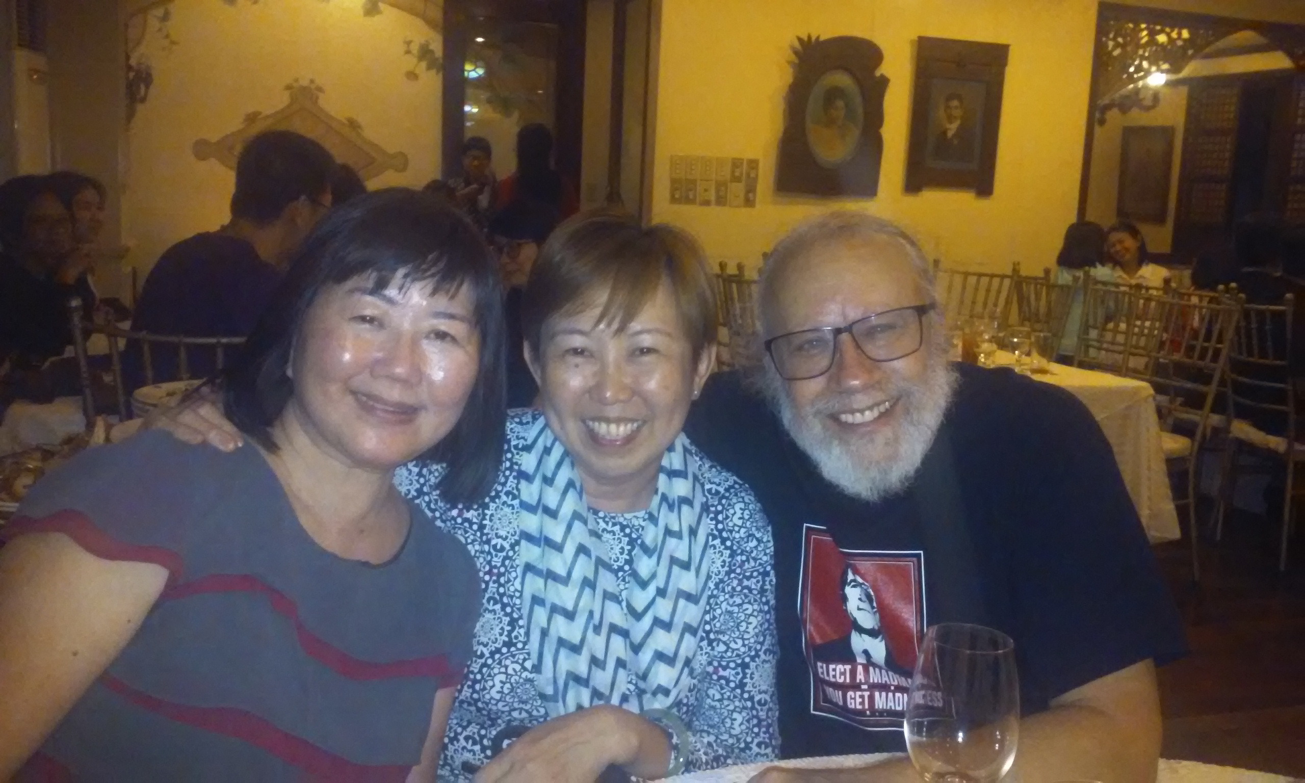 Newly elected SEAPAVAA President Irene Lim, Cheryl Chen, and Prof. Howard Besser celebrating at the SEAPAVAA 2017 conference dinner.