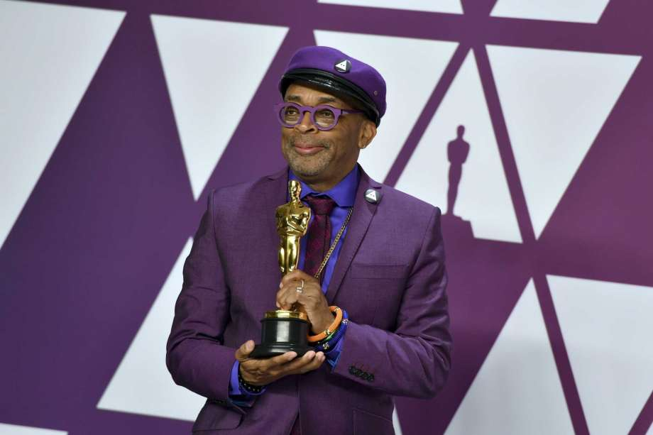 Spike Lee shows off his Oscar