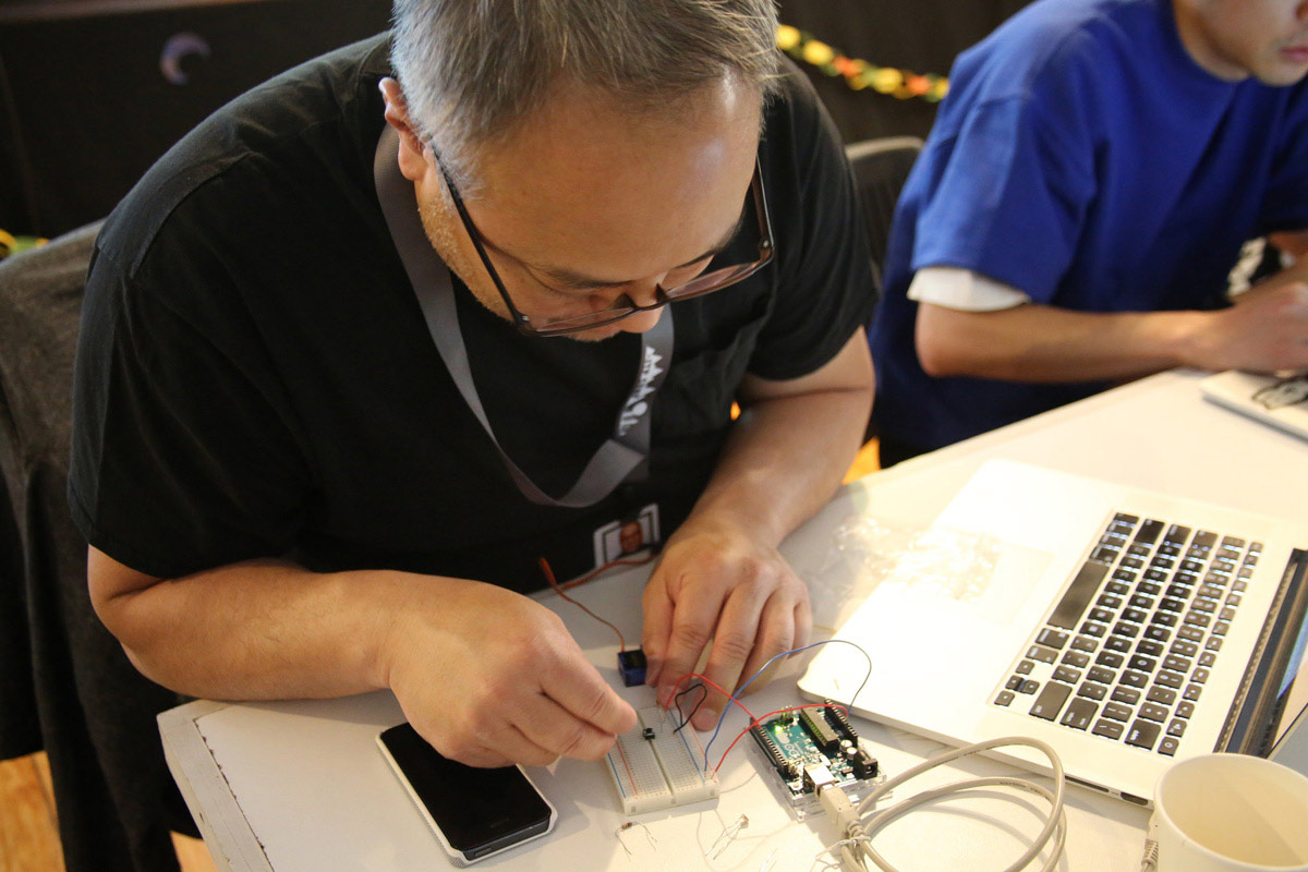 A man connecting his Arduino to a circuitboard